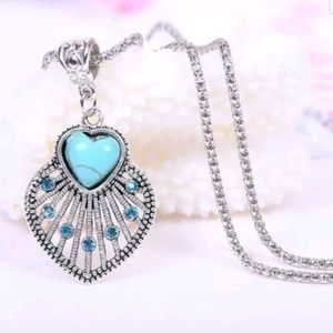 Jewelry - Turquoise heart silver gem necklace